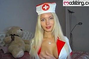 Νοσοκόμα δίνει πίπα